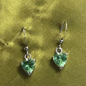 Hypoallergenic metal earring with green stone